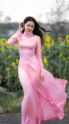 Korean Beauty Girls, Beauty Full Girl, Beautiful Muslim Women, Beautiful Asian Girls, Ao Dai, Long Dress Fashion, Indian Photoshoot, Vietnamese Dress, Curvy Women Fashion