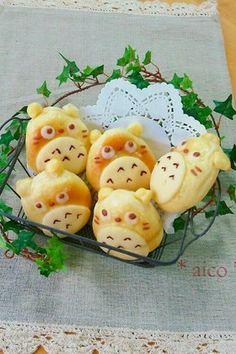 *トトロ パン* Ridiculously cute Totoro shaped bread.
