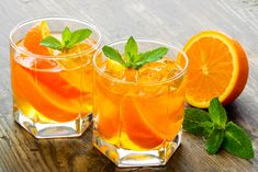 This Orange Moscow Mule is a great take on the classic moscow mule. This cocktail features orange juice, vodka, and a hint of ginger beer. Moroccan Desserts, Orange Juice And Vodka, Ginger Beer, Classic Cocktails, Orange Slices, Cantaloupe, Lime, Fruit, Recipes