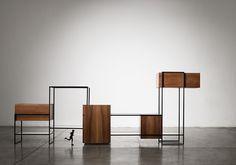 Metropolis, la nuova collezione di mobili progettata da Giacomo Moor per Post Design è un sistema composto da sette mobili in edizione limitata, numerati e firmati dall'autore: tavolino, scrivania, armadio, consolle, libreria, parete attrezzata orizzontale e verticale.