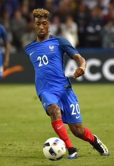 France's forward Kingsley Coman runs with the ball during the International friendly football match between France and Cameroon at the Beaujoire stadium in Nantes, western France, on May 30, 2016, as part of the French team's preparation for the upcoming Euro 2016 European football championships.    AFP PHOTO / LOIC VENANCE / AFP / LOIC VENANCE
