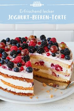 Joghurt-Beeren-Torte A fruity sponge cake with yoghurt mousse and a mixture of many different berrie Carrots Cake, Fruit Parfait, Berry Tart, Food Cakes, Food Items, Vanilla Cake, Cake Recipes, The Best, Cake Decorating
