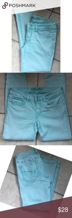 Bullhead Black Aqua Skinny Stretch Denim Capri 5 Rayon Cotton Elastane blend. Aqua light teal color. Photos accurately represent the color. Low rise Skinny Stretch fit. Excellent pre owned condition. Tagged a size 5, but this brand tends to run a size small. These definitely fit more like a true 3. Bullhead Jeans Ankle & Cropped