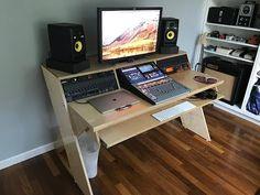 DIY Output Platform Desk w/ angled racks Home Recording Studio Setup, Home Studio Setup, Music Studio Room, Music Desk, Home Music Rooms, Small Cottage Homes, Sims House Design, Studio Furniture, Studio Design