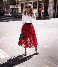 Red long skirt outfits with high waist Mode Outfits, Fashion Outfits, Fashion Trends, Skirt Fashion, Fashion Styles, Fall Outfits, Fashion Ideas, Summer Outfits, Fashion Tips