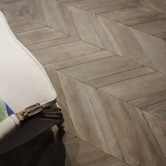 Chevron parquet in French oak by Tabarka Studio #floor #parquet #timeless #european #tabarkastudio #luxury #maison #woodfloor #pattern #chevron #designerhome #tgif