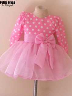 vestido disfraz minnie mouse Mommy Daughter Dresses, Little Girl Dresses, Girls Dresses, Vestidos Minnie, Disfraz Minnie Mouse, Fiesta Outfit, Classy Work Outfits, Party Frocks, Baby Girl Hairstyles