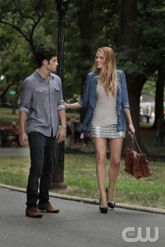 """""""A Touch Of Eva"""" Pictured  Penn Badgley as Dan and Blake Lively as Serena Gossip Girl PHOTO CREDIT:  GIOVANNI RUFINO/ THE CW ©2010  THE CW NETWORK.  ALL RIGHTS RESERVED"""