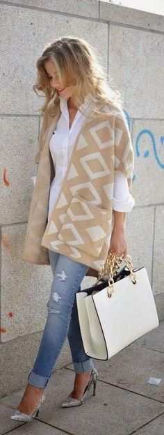 Fall / Winter fashion love- White and Tan Geo Print + Denim Jeans + Handbag + Snakers Nude Pumps Mode Outfits, Casual Outfits, Knit Fashion, Womens Fashion, Travel Fashion, Mode Hippie, Look Formal, Bcbg, Estilo Fashion