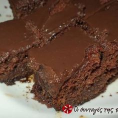 We're diving headfirst into chocolate heaven with our collection of 30 of our best chocolate recipes of all time. From chocolate cake recipes to chocolate candy recipes to the best chocolate cookie recipes, these desserts with chocolate will have you Fudge, Eggless Chocolate Cake, Chocolate Ganache, Chocolate Dipped, Delicious Chocolate, Chocolate Recipes, Köstliche Desserts, Dessert Recipes, Cupcake Recipes