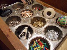 Utilisez un moule à muffins comme rangement de fournitures