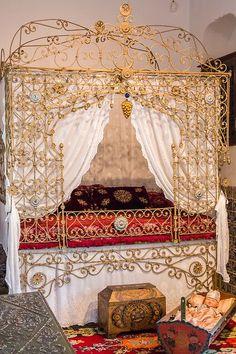 Alger - Musée Bardo - Lit à baldaquin