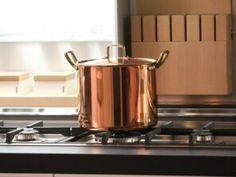 Kruche babeczki z domowym budyniem i truskawkami | Cookuj.pl Copper Cookware Set, Cast Iron Cookware, Enamel Cookware, Pyrex, Casserole En Fonte, Casseroles, Safest Cookware, Kitchen Reviews, Cleanser