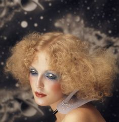Perfect ref. for hair and make up ...... Photographer: Barry Lategan