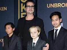"""El actor Brad Pitt admitió que su problema con la bebida se volvió """"demasiado fuerte"""" y produjo que su exesposa Angelina Jolie solicitara el divorcio. Esta separación Pitt la comparó con la muerte.    Jolie sorprendió al"""