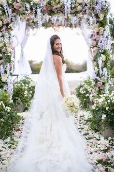 Gorgeous wedding dress idea; photo: Victor Sizemore Photography