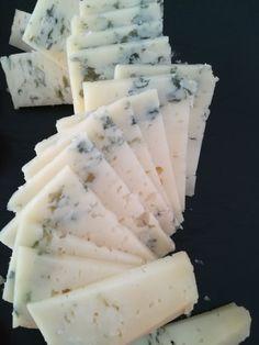 Una quesería, tres variedades de queso azul, un universo de sabor.
