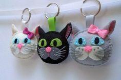Plush Cat keychain - Felt Black cat keychain - Black cat charm key chain - Muri and Maca - black brown white grey wool felt - 1 keyring
