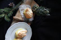 Pečený ananas se sněhem a mandlovými lupínky | VINTAGELOVER.CZ Camembert Cheese, Dairy, Therapy, Baking, Fruit, Food, Bakken, Essen, Meals