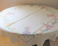 Vintage embroidered floral linen table clothVintage table