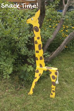 Giraffe Clothes Tree | Thomas Woodcrafts | Keep your floor clean| Hang clothes, coats, towels, necklaces, Giraffe harnesses and the like
