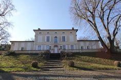 France - Vente maison de maître BALMA - 11782vm  A VENDRE - EXCLUSIVITE - MAISON DE MAITRE - 6 KMS EST DE TOULOUSE  Belle maison de maitre du 19ème siècle d'architecture en U, d' environ 500 m² habitables en 14 pièces principales dont 9 chambres et 4 salles de bains. L' aile Ouest est aménagée en appartement de 90 m² avec 4 pièces principales, et l' aile Est comprend salle de réception et annexes. Joli parc de 5 hectares. #mercure