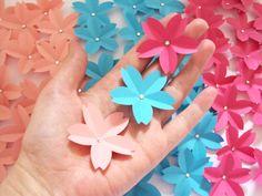 Flores de sakura com strass da Marina http://loja.sakuraorigami.com.br/pd-27bc3