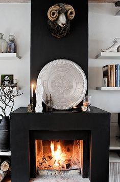 cheminée peinte en noir