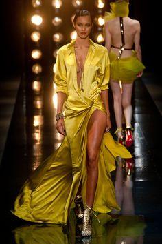 Silky yellow robe, so 70s // Alexandre Vauthier
