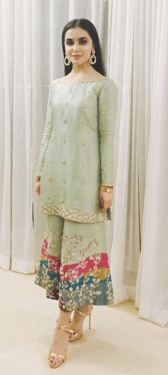 Post wedding dawat outfit inspo ( she's wearing zuria dor - Salvabrani Pakistani Fashion Party Wear, Pakistani Formal Dresses, Pakistani Wedding Outfits, Pakistani Couture, Pakistani Dress Design, Indian Fashion, Dress Formal, Indian Designer Outfits, Indian Outfits