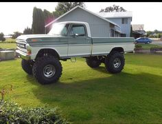 Big Ford Trucks, Classic Ford Trucks, Diesel Trucks, Lifted Trucks, Cool Trucks, Ford 4x4, Old Fords, Vintage Trucks, Bigfoot