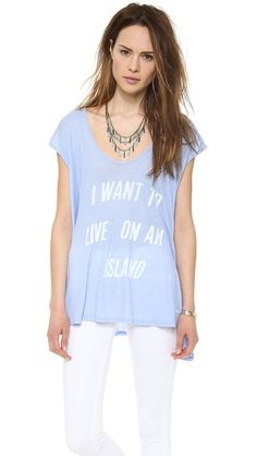 Honeymoon Outfit Inspiration: Casually Chic Brunch - I want to live on an island t-shirt. Love! #honeymoon #outfit