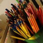 Un distributeur de crayons (récupéré chez Bureau Vallée)