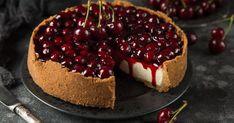 Višňový cheesecake - dôkladná príprava krok za krokom. Recept patrí medzi tie najobľúbenejšie. Celý postup nájdete na online kuchárke RECEPTY.sk.