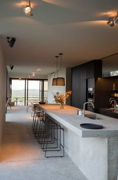 How To Incorporate Contemporary Style Kitchen Designs In Your Home Casa Loft, Casas Containers, Concrete Design, House And Home Magazine, Bunker, Large Windows, Kitchen Interior, Modern Architecture, Home Kitchens