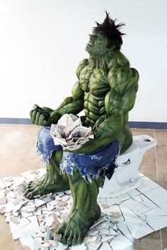 HULK RELIEVING ONE'S BOWELS – WTF SCULPTURE IN A MALL IN SEOUL