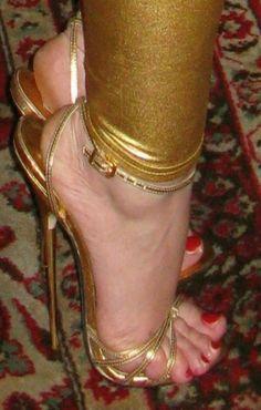 Sexy Legs And Heels, Socks And Heels, Hot High Heels, High Heels Stilettos, Strappy Heels, Womens High Heels, Shoes Heels Boots, Stiletto Heels, Girl Soles