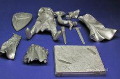 Templariusz 90mm - części figurki wyjęte z pudełka.