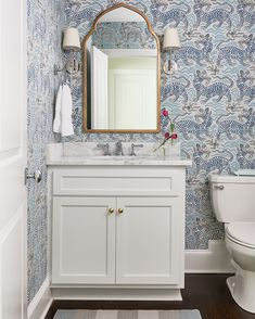 design // Blue and white powder room in Clarence House Tibet wallpaper. Visual Comfort Camille wall sconces and Kohler Artifacts faucet in Polished Nickel. Bathroom Storage Ladder, Pallet Bathroom, Downstairs Bathroom, Bathroom Ideas, Bath Ideas, Stone Bathtub, Small Bathtub, Clarence House, Bathroom Wallpaper