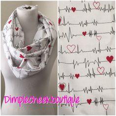 Latido del corazón enfermeras bufanda bufanda-enfermera de DimpleCheekBoutique en Etsy https://www.etsy.com/mx/listing/248832387/latido-del-corazon-enfermeras-bufanda