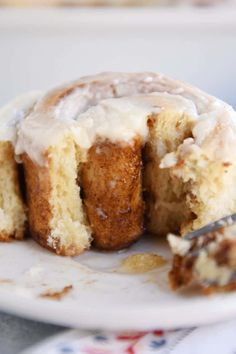If you're looking for the the best small batch cinnamon rolls recipe, this is it! The recipe makes 12 of the fluffiest, most amazing cinnamon rolls ever! Small Desserts, Mini Desserts, Dessert Recipes, German Desserts, Greek Desserts, Desserts Menu, Easter Desserts, Bakery Recipes, Plated Desserts