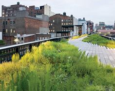 ELLE DECOR GOES TO MANHATTAN    The High Line park, formerly an abandoned freight railway.