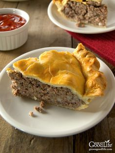 Tourtière, also known as pork pie or meat pie, is a traditional French-Canadian pie enjoyed throughout Canada and New England. French Canadian Meat Pie Recipe, French Meat Pie, Canadian Food, Canadian Recipes, Russian Recipes, Canadian Culture, French Recipes, Empanada, Meat Recipes
