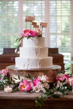Sweet vintage rustic cake with pink flowers galore! Don't mind if I do! #cedarwoodweddings June Destination Wedding at Historic Cedarwood | Cedarwood Weddings