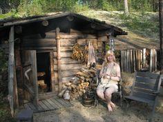 Tiny cabin with little door. Backyard Cabin, Backyard Retreat, Sauna Design, Loft Design, Building A Sauna, Log Cabin Living, Outdoor Sauna, Tiny House Cabin, Log Homes