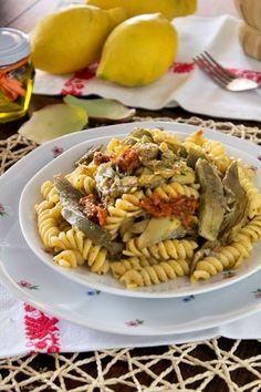 Pasta carciofi e pesto di pomodori secchi http://blog.giallozafferano.it/graficareincucina/pasta-carciofi-e-pesto-di-pomodori-secchi/