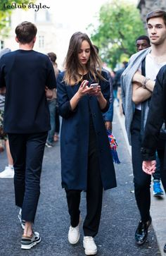 Womenswear Street Style by Ángel Robles. Fashion Photography from Paris Fashion Week. Casual elegance on the street, Rue Eugene Spuller, Paris.
