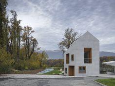 Uma Casa - Dois Apartamentos / Clavienrossier Architectes