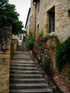 Sarlat-la-Canéda, un des plus beaux villages de France. De nombreuses habitations du XV au XVIIe siècles subsistent encore