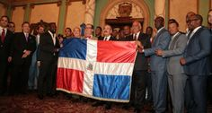 Danilo Medina pide a los Leones del Escogido la corona 20 de la Serie del Caribe